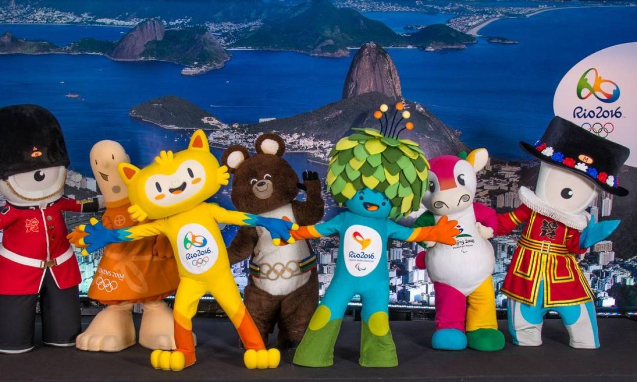 União. Mascotes de Jogos anteriores (da esq. para dir.): Wenlock, Athena, Vinícius (Rio-2016), Misha, Tom, Fu Niu Lele e Mandeville Foto: Sem data / Divulgação