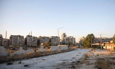 Passagem em área rebelde de Aleppo leva zona controlada pelo governo Foto: KARAM AL-MASRI / AFP