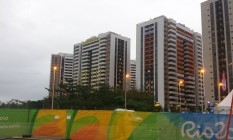 Por volta das 17h houve princípio de incêndio no prédio da Austrália na Vila dos Atletas Foto: O Globo
