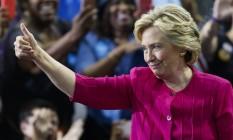 Hillary Clinton: ajuda de Anna Wintour nos looks da campanha Foto: EDUARDO MUNOZ ALVAREZ / AFP