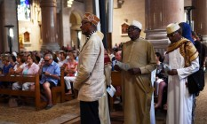Muçulmanos participam de um ato ecumênico em tributo ao padre Jacques Hamel, assassinado por jihadistas Foto: ANNE-CHRISTINE POUJOULAT / ANNE-CHRISTINE POUJOULAT/AFP