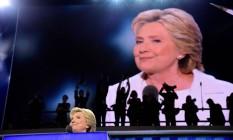 Em convenção Hillary respondeu insultos de Trump com argumentos e humor Foto: ROBYN BECK / AFP