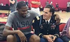Scotty Smiley ao lado do astro do basquete americano, Kevin Durant Foto: Reprodução/Instagram