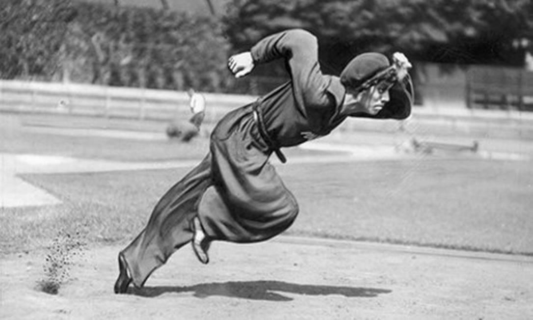 A medalha de ouro na corrida dos 100 metros feminina dos Jogos de Los Angeles foi concedida a uma hermafrodita. O fato foi descoberto na autópsia após sua morte em um assalto. A polonesa Stanislawa Walasiewicz fora uma atleta excepcional nos anos 30, tanto na Polônia, quanto na América. Morava nos Estados Unidos desde os 2 anos de idade. Sem obter cidadania norte-americana, competiu pela Polônia nos Jogos de 1932 e 1936 Acervo O Globo