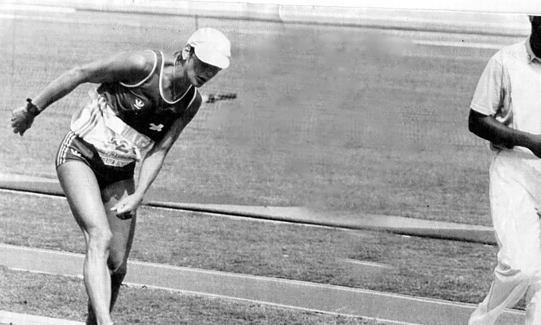 Símbolo de superação em Los Angeles-1984: A suíça Gabrielle Andersen-Scheiss não chegou entre as primeiras colocadas na maratona, mas proporcionou um dos momentos mais marcantes dos Jogos. Nos últimos metros e esgotada pelo calor, Gabrielle praticamente se arrastava na pista. Mostrando uma força inacreditável, cruzou a linha de chegada ovacionada pelo público. Até os dias de hoje, essa é uma das imagens mais marcantes das Olimpíadas Aníbal Philot / Agência O Globo