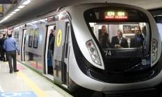 Temer e Pezão dentro de trem na inauguração da Linha 4 do Metrô Foto: Marcelo Carnaval / O Globo