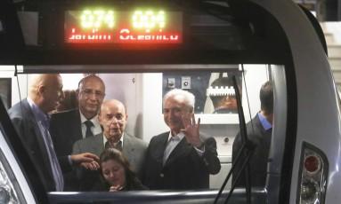 A viagem inaugural da Linha 4 do metrô Foto: Jorge William / Agência O Globo