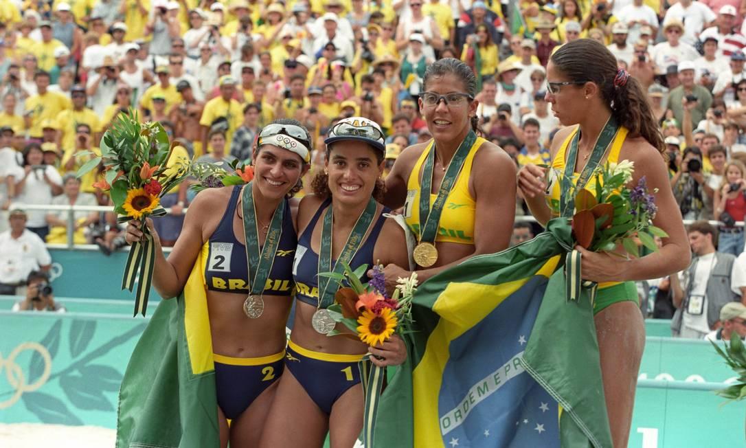 Na final do vôlei de praia da Olímpiada de Atlanta-1996, Jacqueline Silva e Sandra Pires venceram as também brasileiras Mônica Rodrigues e Adriana Samuel que ficaram com a medalha de prata Agência O Globo