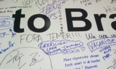 Em mural, atletas fazem manifesto político Foto: Victor Costa