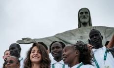 Atletas do time de refugiados visitaram o Cristo na manhã de sábado Foto: YASUYOSHI CHIBA / AFP