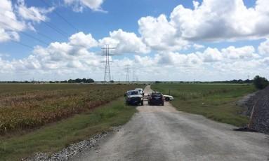 Policiais bloqueiam estrada após queda de balão no Texas Foto: James Vertuno / AP