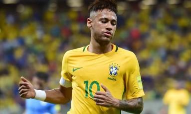 Neymar volta a ser capitão da seleção brasileira no jogo da seleção Foto: CHRISTOPHE SIMON / AFP
