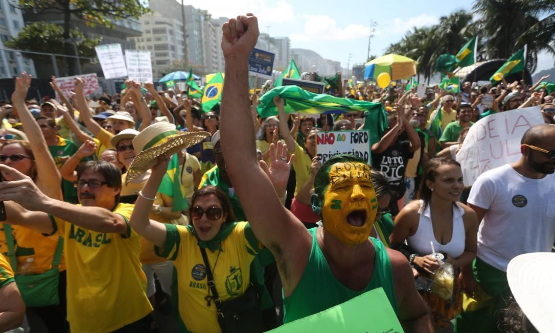 A Operação Lava-Jato foi lembrada durante o protesto no Rio Custódio Coimbra / Agência O Globo