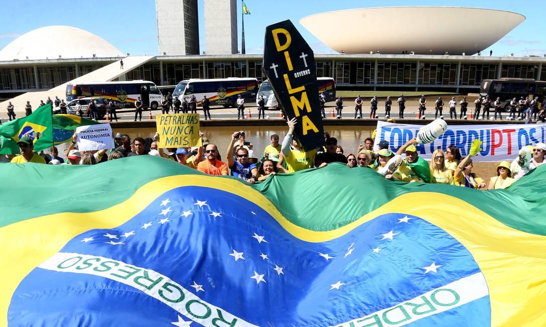 Em Brasília, protesto reuniu cerca de sete mil manifestantes em frente ao Congresso Nacional, segundo a PM Ailton de Freitas / Agência O Globo