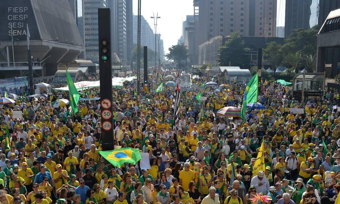Manifestantes fazem protesto na Avenida Paulista, em São Paulo NELSON ALMEIDA / AFP