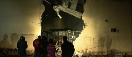 Aeronave caiu em barracão de transportadora Foto: Reprodução TV Globo