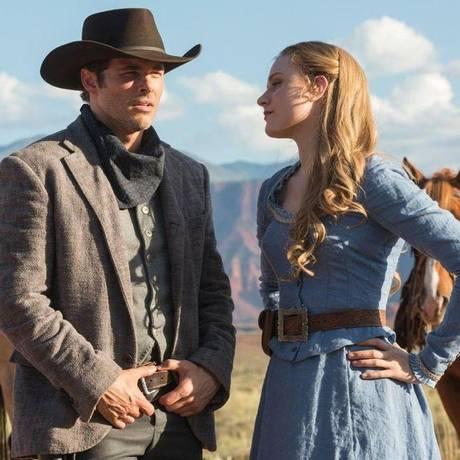 James Marsden e Evan Rachel Wood em cena de 'Westworld' Foto: Divulgação
