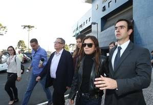 João Santana e Mônica Moura deixam carceragem da PF em Curitiba acompanhado de advogados Foto: Geraldo Buboniak