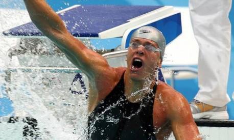 Consagração. César Cielo vibra após a conquista do ouro olímpico nos 50 metros livre, durante os Jogos de Pequim Foto: Ivo Gonzalez 16/08/2008 / Agência O GLOBO