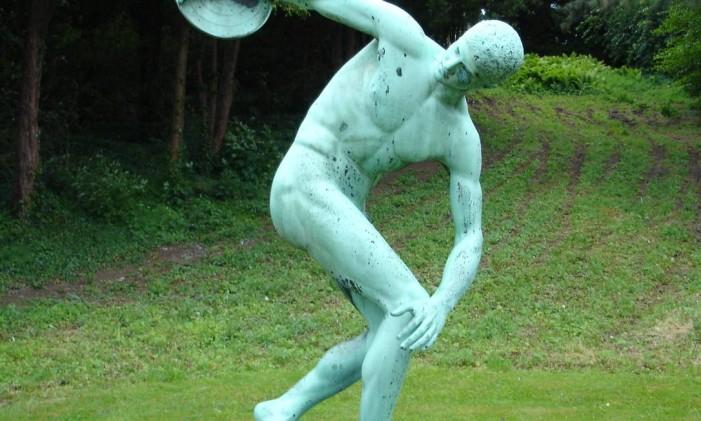 """Cópia da escultura """"Discóbulo"""" de Míron, no Jardim Botânico da Universidade de Copenhague, na Dinamarca Foto: Wikimedia Commons"""