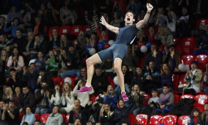 Francês Renaud Lavillenie detém recordes olímpico e mundial no salto com vara Foto: Valeriy Bilokryl / REUTERS