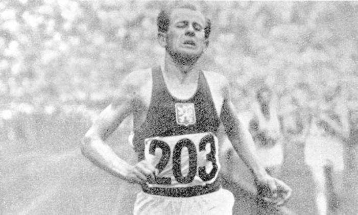 Emil Zátopek, vencedor dos 5 mil metros rasos na Olimpíada de Helsinque, em 1952 Foto: CPA REUTERS