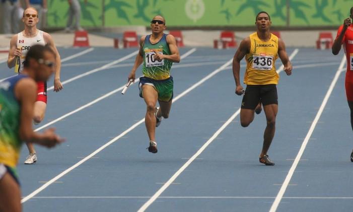 Revezamento 4 x 400 metros tem finais no sábado, dia 20 Foto: Marcelo Theobald / Agência O Globo