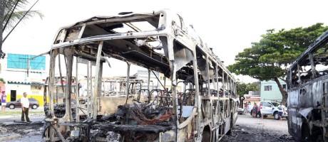 Ônibus incendiado em Natal Foto: Frankie Marcone/Futura Press/Folhapress