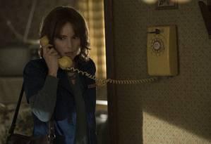 Winona Ryder em 'Stranger things' Foto: Curtis Baker/Divulgação