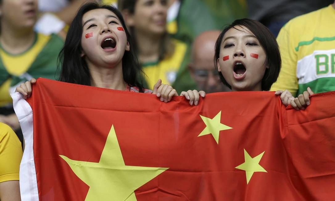 Mas as chinesas também foram torcer por sua seleção Leo Correa / AP