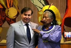 Rodrigo Maia (DEM-RJ) recebe líderes indígenas Foto: Ailton de Freitas / Agência O Globo