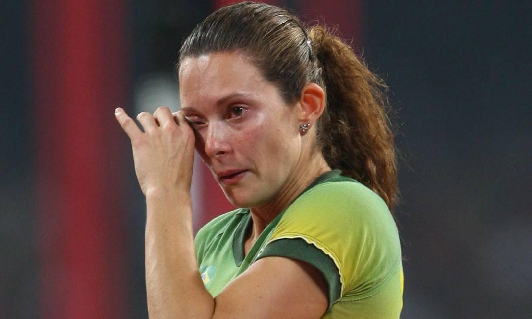 Frustração. Na final do salto feminino, Fabiana Murer chora: sumiço da vara desestabilizou atleta Ivo Gonzalez 18/08/2008 / Agência O Globo