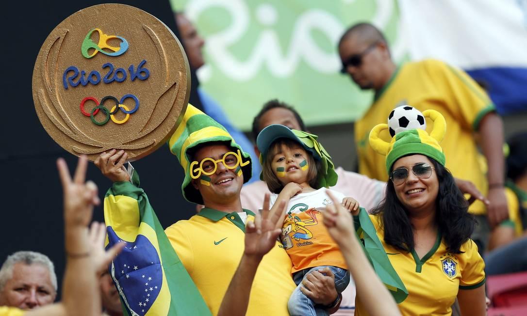 A família marca presença na estreia da seleção brasileira no torneio masculino de futebol nda Olimpíada, no Mané Garrincha, em Brasília UESLEI MARCELINO / REUTERS