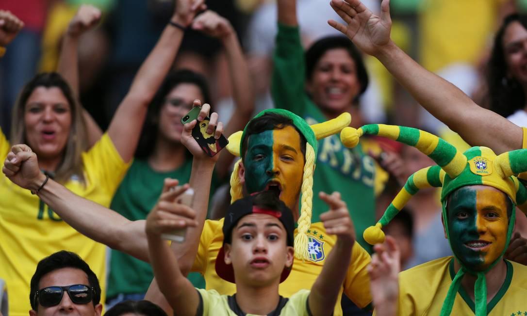 Torcedores fazem a festa antes do começo do hogo em Brasília: fé na seleção brasileira Michel Filho / Agência O Globo