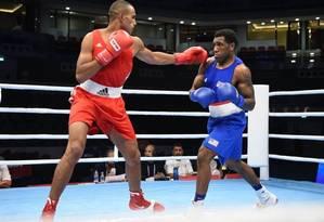 O marroquinho Hassan Saada (de vermelho) luta contra o americano Steve Nelson, no Mundial de Boxe de 2015 Foto: Divulgação/Aiba