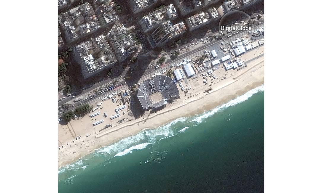 Fotos de satélite fornecidas pela DigitalGlobe mostram instalações olímpicas do Rio. Nesta foto vemos a Arena de Vôlei de Praia, em Copacabana HANDOUT / DIGITALGLOBE