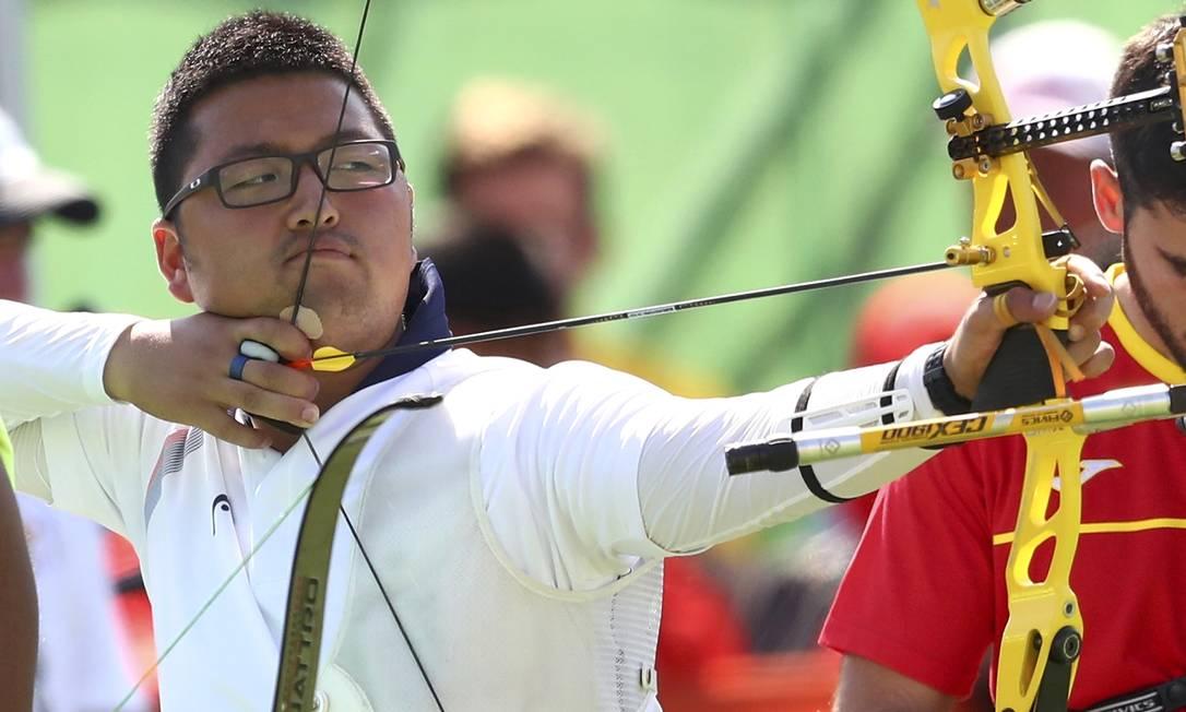Kim Woo-Jin, da Coreia do Sul, participa da competição. O país asiático é a maior potência do esporte YVES HERMAN / REUTERS