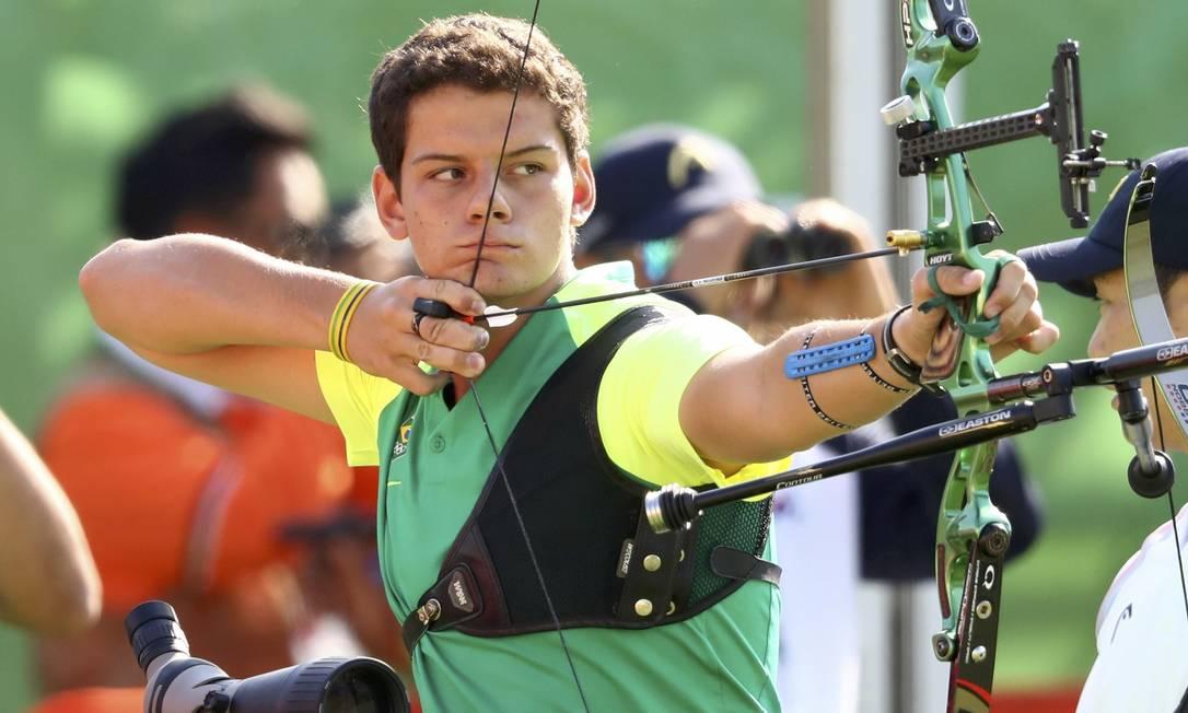 O brasileiro Marcus Vinicius D'Almeida ficou em 34º na competição YVES HERMAN / REUTERS