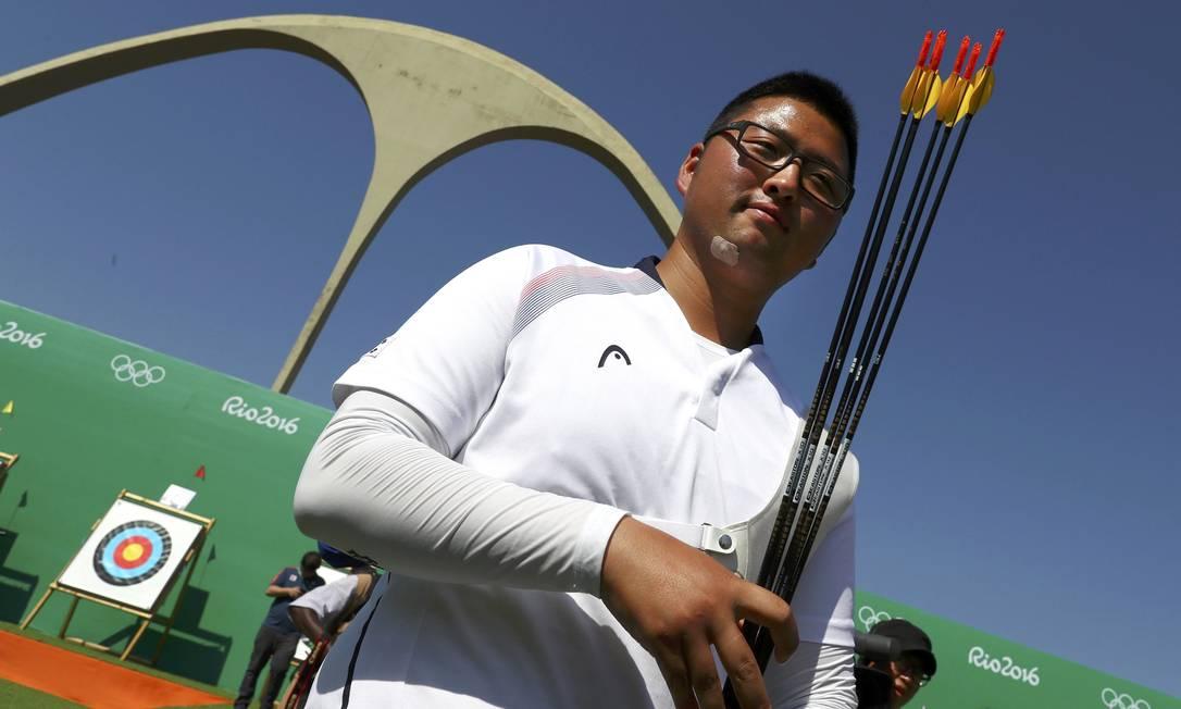 O coreano Kim Woo-Jin ficou em primeiro na fase classificatória, com direito a recorde YVES HERMAN / REUTERS