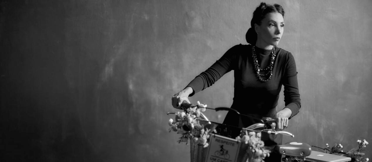 Rita Elmôr em uma versão 'Clarice 2016' da escritora ucraniana-brasileira Foto: Divulgação