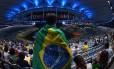 Público aguarda início da cerimônia de abertura dos Jogos Olímpicos, no Maracanã