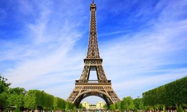 Torre Eiffel, em Paris. Cidade é uma das contempladas com passagens aéreas em promoção Foto: Divulgação