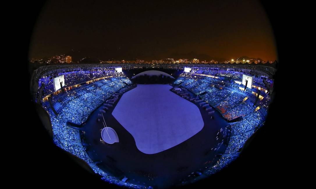 O azul predominou no ínicio da festa PAWEL KOPCZYNSKI / REUTERS
