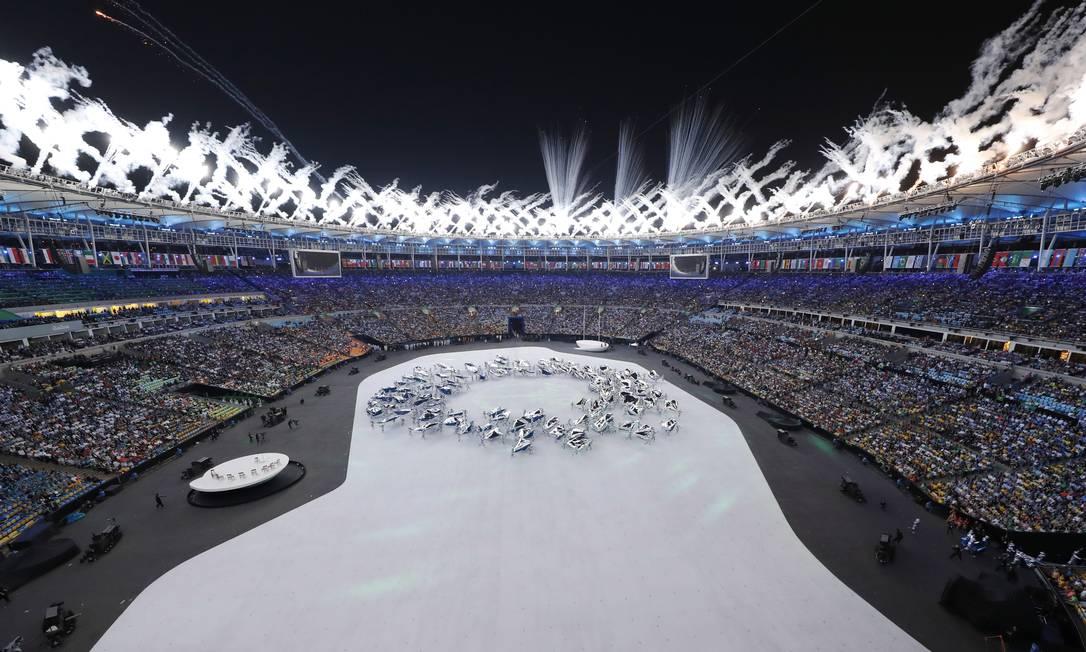 O público, que lota o Maracanã, não fica parado durante a festa Morry Gash / AP