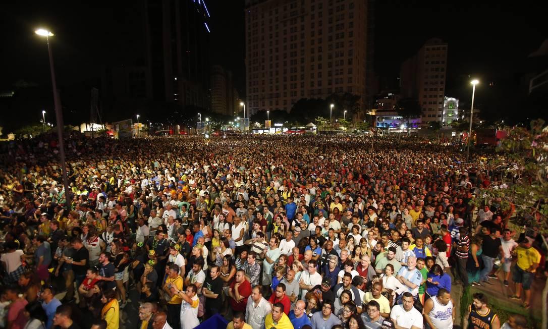 Público acompanha a abertura dos jogos no Boulevard Olímpico Bárbara Lopes / Agência O Globo