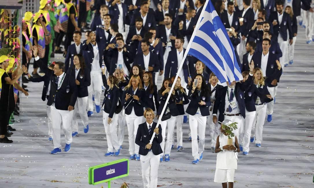 Delegação da Grécia, abriu, como é tradição, o desfile dos países no Maracanã STOYAN NENOV / REUTERS