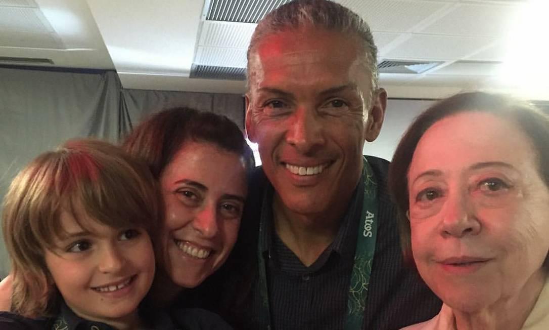 Fernanda Torres, Joaquim Cruz e Fernanda Montenegro Reprodução