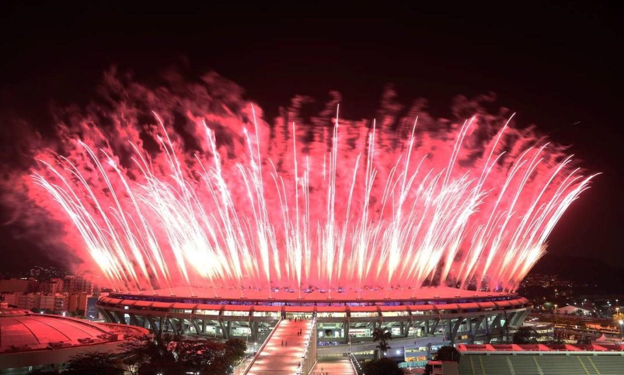 Queima de fogos na festa de abretura dos Jogos Foto: Marcelo Carnaval / Agência O Globo