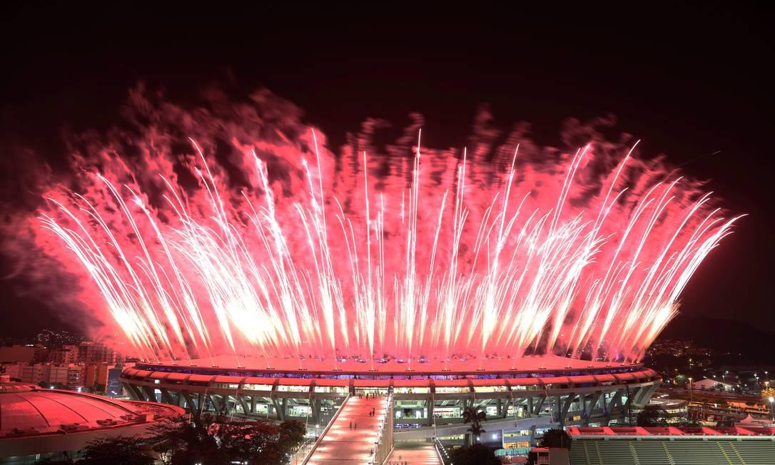 Queima de fogos na festa de abretura dos Jogos Marcelo Carnaval / Agência O Globo