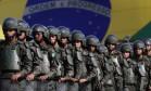 Soldados brasileiros em exercício militar em Brasília: Forças Armadas inciam ofensiva para ficar de fora da reforma da Previdência Foto: Eraldo Peres/AP/22-7-2016
